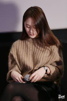 Credits to owner. Krystal Fx, Jessica & Krystal, Jessica Jung, Krystal Jung Fashion, Snsd Fashion, Korean Fashion, The Most Beautiful Girl, Woman Crush, Kpop Girls