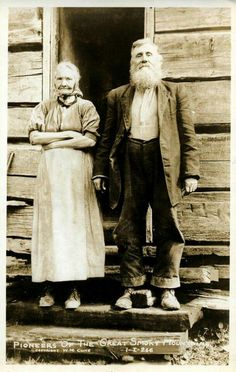 "Pioneers of the Great Smoky Mountains, ca. Photo by W. These were a hardy, resilient people, and everyone played his or her role on the farm! Hit ""Share"" to pass on the history from >> Old Photo Archive Antique Photos, Vintage Pictures, Vintage Photographs, Old Pictures, Vintage Images, Old Photos, Old West, Appalachian People, Appalachian Mountains"