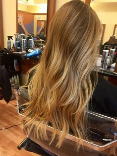 30 Beautiful Balayage Highlight and Perfect Hair Color to Try 2019 If you're a sultry brunette, odds are you love your normal hair color and don't need to change it drastically. Copper Blonde Hair Color, Beauté Blonde, Honey Blonde Hair, Blonde Hair Looks, Blonde Hair With Highlights, Chunky Highlights, Color Highlights, Ombre Hair, Balayage Hair