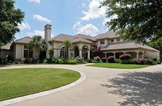 Sprawling estates and acreage in Willow Bend Country