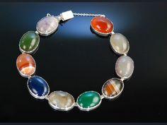 Antique colorful agate bracelet! Idar Oberstein um 1890! Historisches Achat Armband bunte Achate in Zargen Fassung, Silber 830, Antikschmuck bei Die Halsbandaffaire