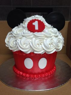 Mickey Mouse smash cake for the Big Pastel Mickey Mouse Niño, Mickey Mouse Smash Cakes, Mickey Cakes, Mickey Mouse Pinata, Mickey Mouse First Birthday, Mickey Mouse Clubhouse Birthday Party, Mickey Party, Giant Cupcakes, Cake Smash