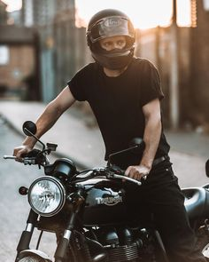 Motorcycle Helmets, Dusk, Motorbikes, Cars Motorcycles, Vehicle, Racing, Photoshoot, Board, Men