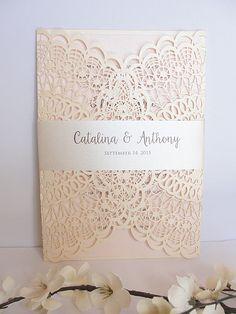 Laser Cut Wedding Invitation Doily Laser Cut par LavenderPaperie1