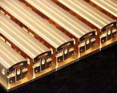 Modell Berliner U-Bahn M 1:87. Die Berliner Verkehrsbetriebe haben bei uns 20 U-Bahn Waggons im Maßstab 1:87 bestellt. Jeder Wagen wird aus einem massiven Messingblock mit unserem 5 Achs CNC-Bearbeitungszentrum gefertigt. Die Modelle werden als hochwertige Präsente der BVG Berlin Verwendung finden.