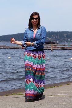 Camisa jeans + saia longa estampada