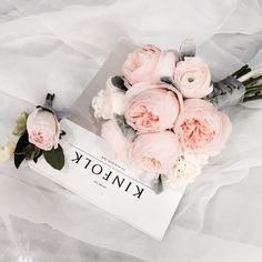 """""""나도 줄리엣 들까봐.  매주 내 부케 계획이 바뀌고 있어욤 ㅠㅠ . . #florist #flower #flowerkorea #flowershop #라보떼 #라보떼플라워 #라보떼플라워가든 #꽃다발 #부천꽃집 #인천꽃집 #플라워레슨 #부천플라워레슨 #부평플라워레슨 #송도…"""""""
