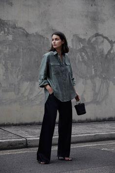Khaki linen shirt   Black pants   Simon Miller bag   Australian fashion blogger   Street Style   HarperandHarley