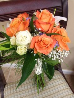Peach rose bridal bouquet with white lilies - Wedding look