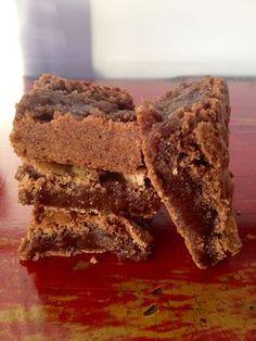 Estos brownies de milo son crujientes en los bordes y melcochudos por dentro. La receta es facilísima y los brownies quedan de campeonato mundial.