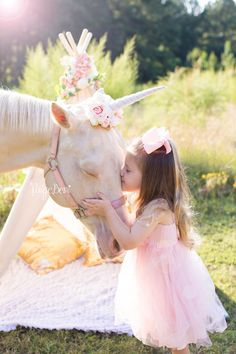 Little Girl Photos, Girl Pictures, Light Pink Flowers, Floral Flowers, Florals, Horse Girl Photography, Equine Photography, Newborn Photography, Crown Drawing