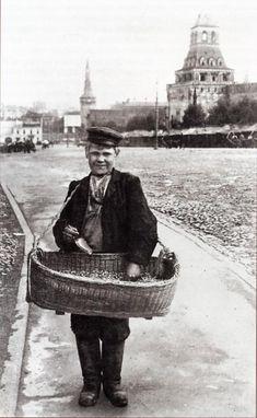 1906 - Selling Sunflower Seeds