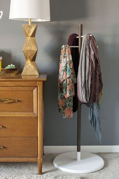DIY Two-Tone Wooden Scarf Stand | Dream Green DIY