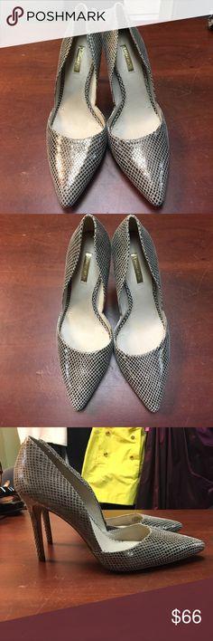Louise et Cie gold snake skin heels. Louise et Cie gold snake skin heels. Genuine leather. Barely worn. Excellent condition. Louise et Cie Shoes Heels