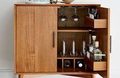 El mueble bar es una pieza que, aunque ahora está resurgiendo, hace 20 años estaba presente en muchos hogares - AD España, © Wetlem.com