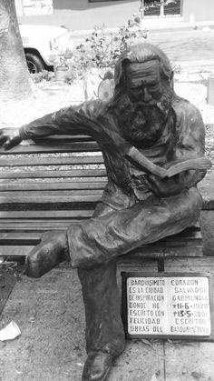 Salvador Garmendia en bronce