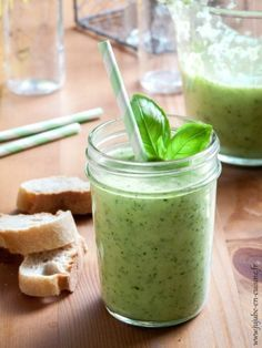 Soupe (froide ou chaude) de courgettes (et basilic)