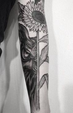 tatouage-oiseau-hibou-ténébreux-tournesol-manchette-homme