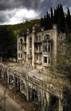The abandoned Hotel Skala in the Gagri Mountains, Abkhazia - I love old abandoned buildings for some reason Abandoned Buildings, Abandoned Castles, Abandoned Mansions, Old Buildings, Abandoned Places, Beautiful Ruins, Beautiful Buildings, Beautiful Places, Spooky Places