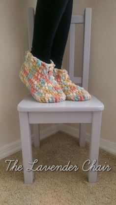 Cloud 9 Crochet Slippers- uses Bernat blanket yarn and only take 10 quick rounds to make