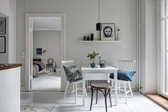 Blue shades in a small cozy apartment via Krone Kern