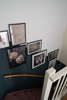 Staircase Wall Decor, Stair Decor, Frames On Wall, My Dream Home, Interior Inspiration, Sweet Home, New Homes, House Design, Living Room