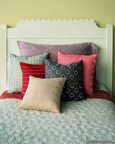The ultimate guide to washing pillows, blankets and downRules for washing pillows, blankets and down Martha Stewart Living - Although some experts recommend professional dry cleaning of down and other fluffy bedding, it is generally Wash Pillows, Diy Pillows, Accent Pillows, Throw Pillows, Pillow Ideas, Spring Cleaning Schedules, Cleaning Checklist, Fluffy Bedding, Batik Prints