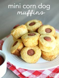 Homemade mini cornbread muffins filled with all beef hot dogs for a delicious meal or appetizer your whole family will love! Corn Dog Muffins, Mini Corn Dog Muffin Recipe, Cornbread Muffins, Mini Muffins, Funfetti Cupcake Recipe, Cupcake Recipes, Protein Cookies, Mini Corn Dogs, Homemade Cornbread