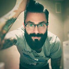 Un día descubrimos al amigo @Txoron casi por casualidad, en Instagram, y le consideramos firme candidato a miembro de los Neodandies. Experiencias de un barbudo Blog: Experiencias de un barbudo. ⚔B V ⚔.   Contacto y publicidad: Txoronbeard@gmail.com Txoron.com
