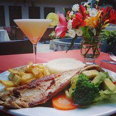 Trucha frita y Pisco Sour.  #deli #Peruvianfood #foodie #Cajamarca #trout #food