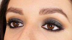 Ojos ahumados inspirados en Mila Kunis. Maquillaje en tonos grises / Black and gray smokey eyes