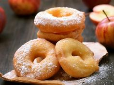 Pâte à beignets pour pommes : pommes, farine, oeuf, lait Churros, Baking Recipes, Dessert Recipes, Mousse Au Chocolat Torte, Apple Fritters, Bread And Pastries, Let Them Eat Cake, Biscuits, Sweet Tooth