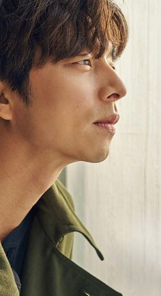 This is definitely Gong Yoo's year and he proves it again by showing up on the cover of the February issue of Harper's Bazaar China. *heh* We adore this man, check it out! Korean Wave, Korean Star, Busan, Gong Yoo Magazines, Goong Yoo, Goblin Gong Yoo, Song Joong, Yoo Gong, Yoo Ah In