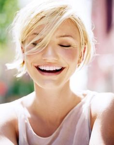 We take a look at the rumored Cameron Diaz plastic surgery list and have a closer look to see whether or not they are true. Do you want to know what plastic surgeons say celebrity plastic surgery Cameron Diaz has had. Short Blonde, Blonde Hair, Blonde Makeup, Pretty People, Beautiful People, Petite Blonde, Celebrity Smiles, Celebrity Babies, White Smile