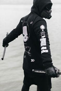 urban ninja / all black / cyberpunk / men's alternative fashion / dystopia Mode Cyberpunk, Cyberpunk Fashion, Dark Fashion, Urban Fashion, Mens Fashion, Street Fashion, Streetwear, Street Goth, Street Style