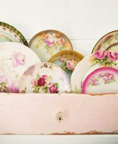 vintage china plates in a shabby chic pink drawer - nice Vintage China, Vintage Plates, Vintage Dishes, Vintage Love, Antique Plates, Vintage Floral, Antique Dishes, Vintage Props, Antique China