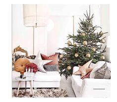 Lovely Christmas inspiration from @kk_living. Styling @marieolssonnylander Photo Sara Svenningrud #christinalundsteen #madeindenmark #handmade #pillow #cushion #velvet #color #interior #inspiration