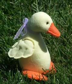 Hello ducky Free Pattern   the link is www.clothdollpatterns.com/id75.htm