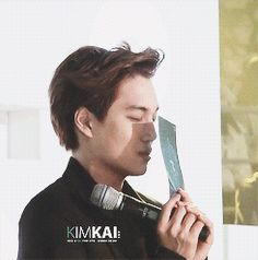 {gif} SWEATHEART Kai !  - Kai praying before SHINee was announced artist of the year - Exo