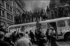 Prague Uprise and Invasion, 1968 ©Josef Koudelka/ Magnum Prague Spring, Birmingham England, French Photographers, Lomography, Magnum Photos, Elliott Erwitt, Photojournalism, Black And White Photography, Old Photos