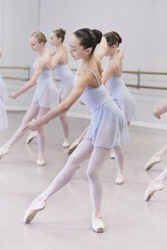A Ballet EducationBallet Directory – Dance Archive Ballet Pictures, Dance Pictures, Ballet Dance Photography, Ballet Clothes, Ballet School, Dance Poses, Royal Ballet, Ballet Beautiful, Ballet Photography