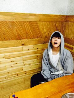 BTS Tweet - V (Selca) 150502 -- 기억나? 오늘 똑같은 후드입고 똑같은식당옴..  -- [TRANS/BTS] Do you remember? Wearing the same hood as today and coming to the same restuarant..  -- cr:  BTS A.R.M.Y @BTS_ARMY