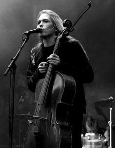 Micrófono y cello :3
