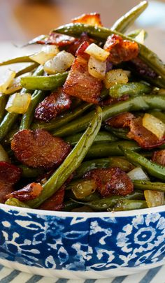 Sweet and Sour Green Beans ~ Green beans cooked with lots of bacon and onion and coated in a sweet, salty, and sour sauce make one of the best side dishes ever. Best Side Dishes, Vegetable Sides, Vegetable Side Dishes, Side Dish Recipes, Vegetable Recipes, Vegetable Salads, Quick Recipes, Free Recipes, Keto Recipes
