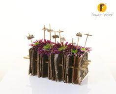 Arrangement with chrysanthemums Creative Flower Arrangements, Beautiful Flower Arrangements, Floral Arrangements, Wood Flowers, Table Flowers, Flower Show, Flower Art, Flower Factory, Modern Floral Design