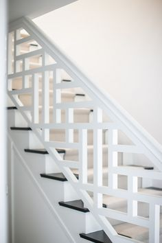 Wooden Staircase Design, Interior Stair Railing, Modern Stair Railing, Stair Railing Design, Staircase Railings, Wooden Staircases, Modern Stairs, Stairs Trim, House Stairs