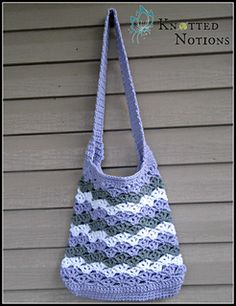 This is a  cute Market Bag.  Pattern Name: Chevron Shells Market Bag Free Pattern by  Amber Schaaf