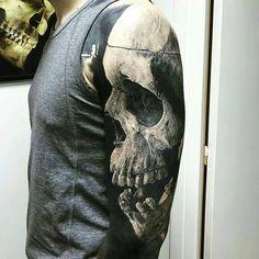tattoo rotes auge skull hand augen tattoo pinterest tattoo ideen tattoo vorlagen und. Black Bedroom Furniture Sets. Home Design Ideas