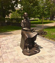 The life-size bronze sculpture of Dr. Bethune at the University of Toronto St… University Of Toronto, Medical Science, Bronze Sculpture, The Life, Norman, Politics, War, Statue, Health
