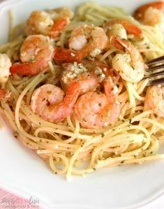Slow Cooker Shrimp Scampi: Easy Crock Pot Dinner Recipe - If you love shrimp scampi, you're in for a treat. This slow cooker shrimp scampi recipe can be made in the crock pot, so you can set it and fo (Slow Cooker Fish Recipes) Crock Pot Shrimp, Shrimp Slow Cooker, Chili Shrimp, Pepper Shrimp, Easy Dinner Recipes, Easy Meals, Easy Recipes, Slow Cooker Recipes, Cooking Recipes